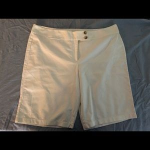 Ann Taylor Signature Fit Bermuda shorts size 24